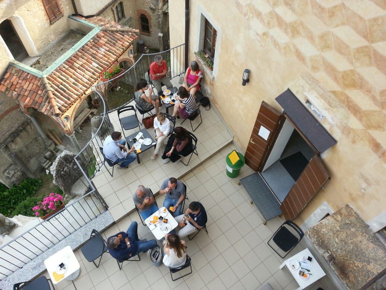 Aperitivo sul terrazzo della Casa Museo Lodovico Pogliaghi al Sacro Monte di Varese