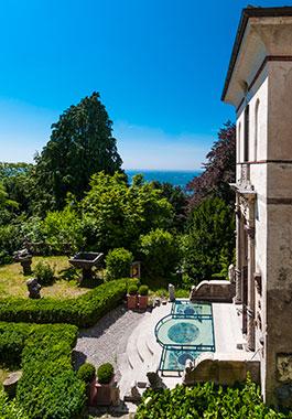 Il giardino all'italiana disseminato di statue antiche