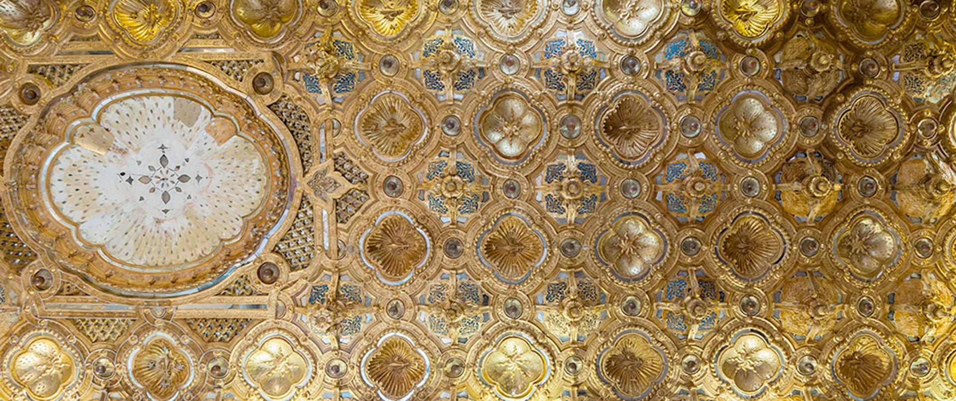 La Galleria Dorata, così detta per il soffitto in pastiglia dorata