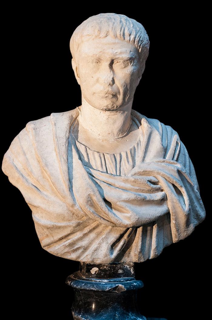 Personaggio Maschile, marmo ricomposto, I d.C. e XIX sec