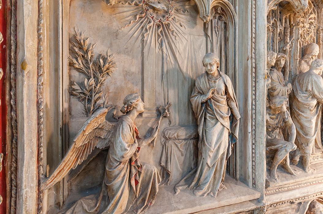 Dettaglio del Portale del Duomo di Milano, Annunciazione, gesso