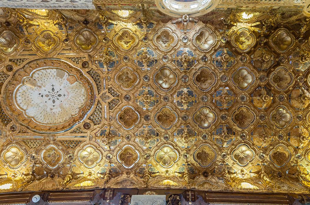 Galleria dorata, la decorazione a stucco dorato