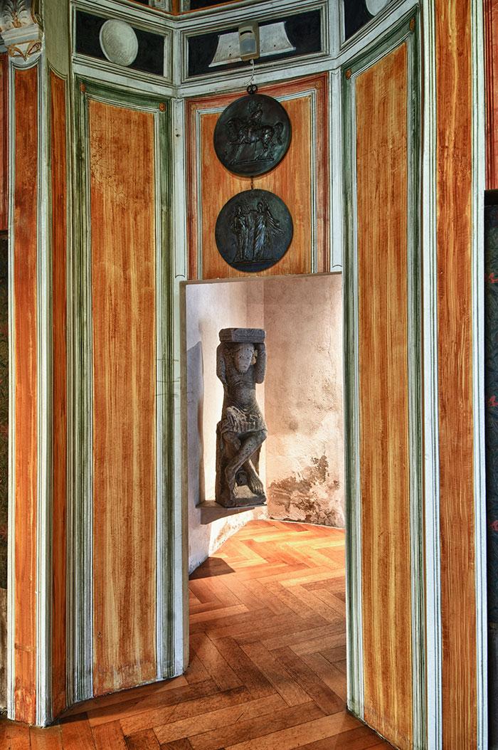 Telamone della collezione Casa Museo Pogliaghi