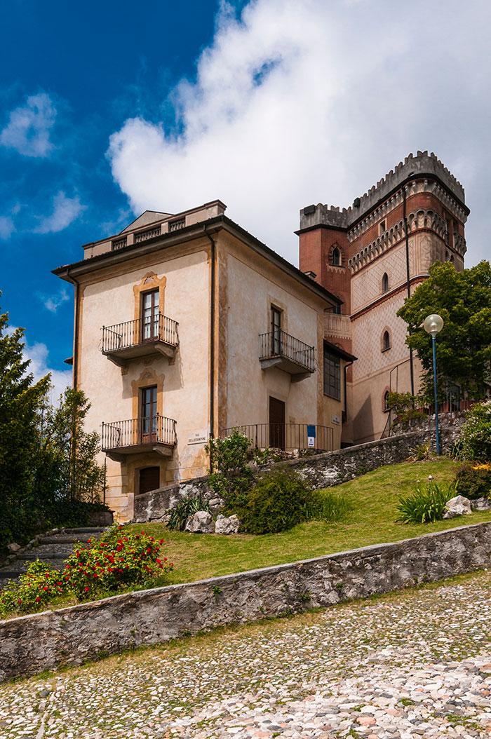 Rustico Pogliaghi, ospita la collezione dei vetri e i locali per piccoli eventi
