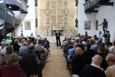 Chiara Nicora, direttore artistico della stagione concertistica, introduce il primo concerto