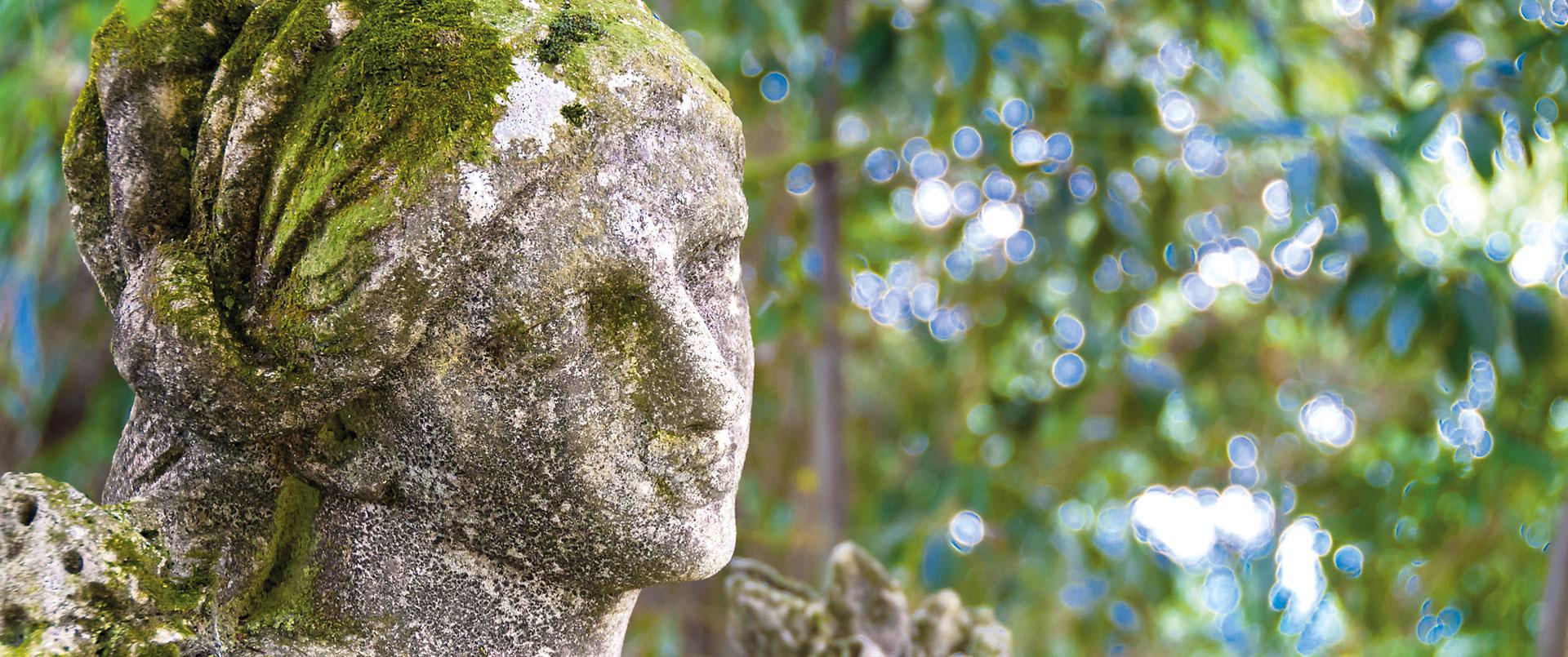 Statua nel giardino della Casa Museo Lodovico Pogliaghi - Sacromonte, Varese