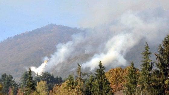 Incendio al Campo dei Fiori (foto: milano.repubblica.it)